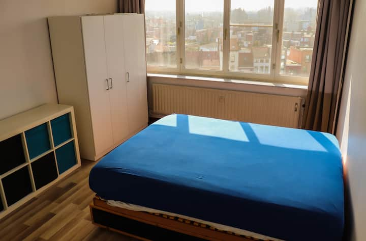 Large furnished room near station of Antwerp