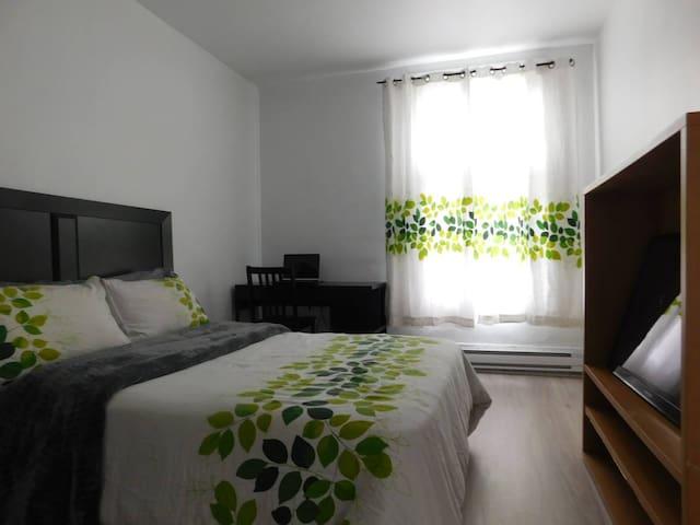 Bright modern room in Verdun - Montreal
