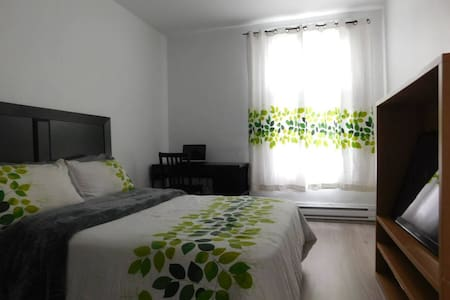 Bright modern room in Verdun - Montreal - Byt