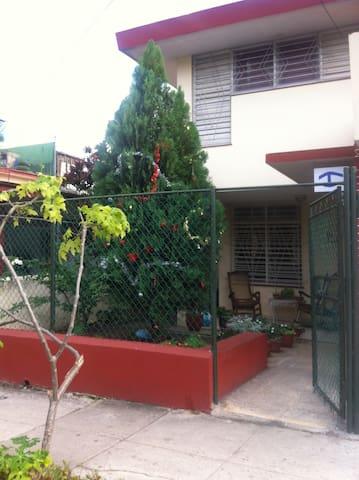 LA CASA PAU