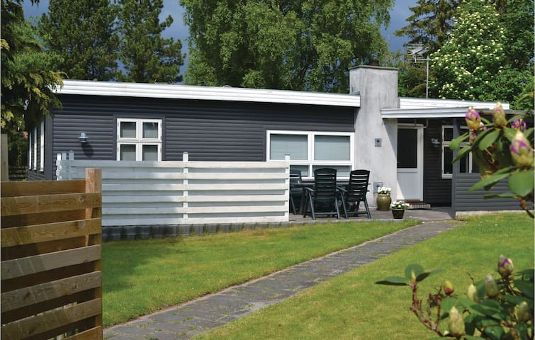 Holiday cottage with 3 bedrooms on 78m² in Dronningmølle