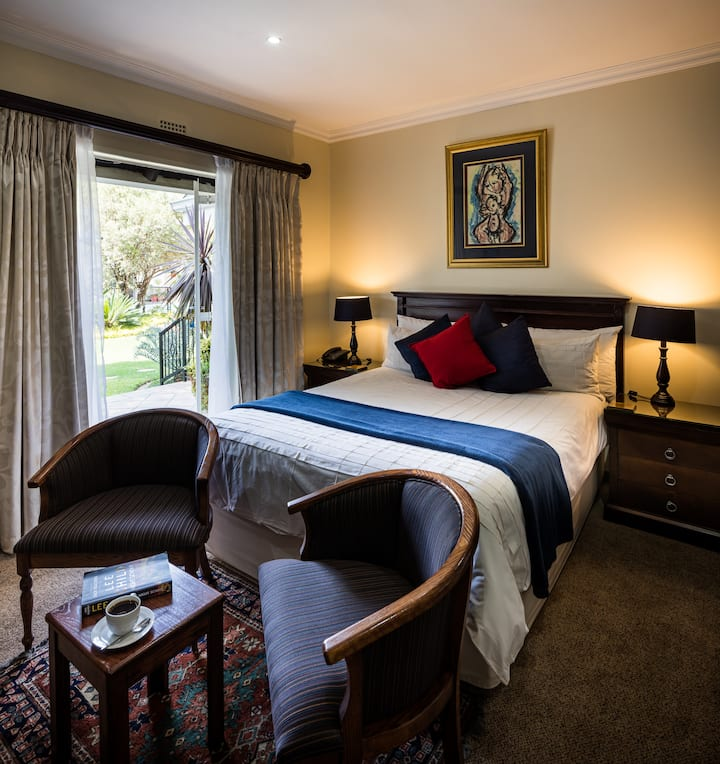 Elegant Dluxe Queen Room in Sandton-Starling Suite