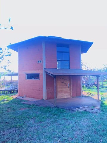 Casa de Adobe na Ecovila - beira da Lagoa Formosa