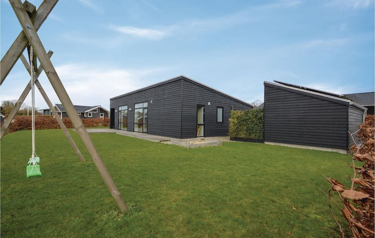 Holiday cottage with 4 bedrooms on 110m² in Haderslev