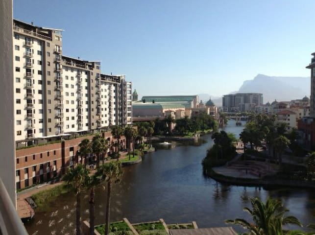 KNIGHTSBRIDGE TOWERS, CENTURY CITY - Kaapstad