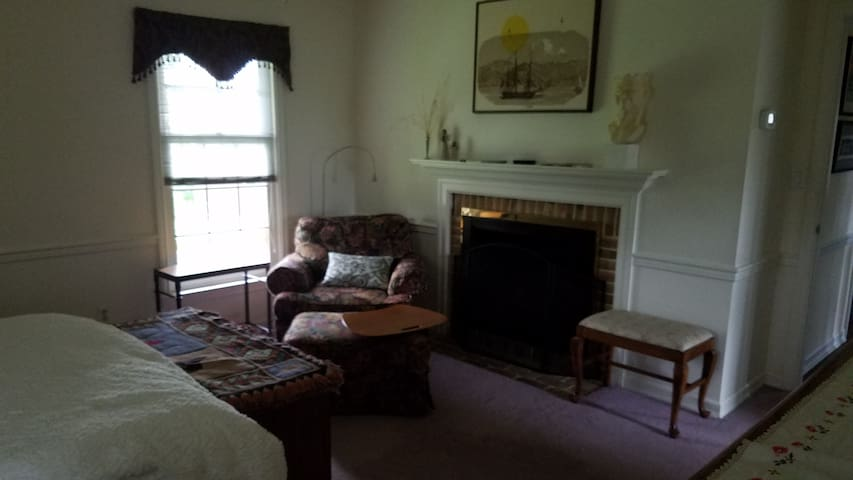 Private suite w/FP 7 min to SusqU; 15 to Bucknell