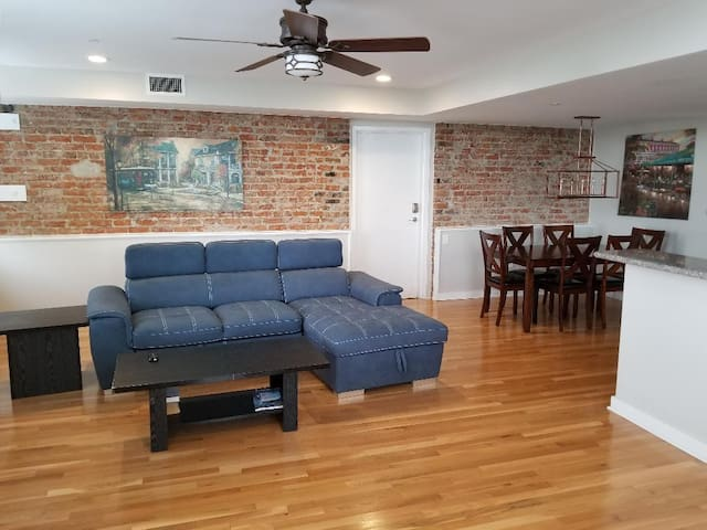 Authentic 2BR/2BA in Historic New Orleans 301