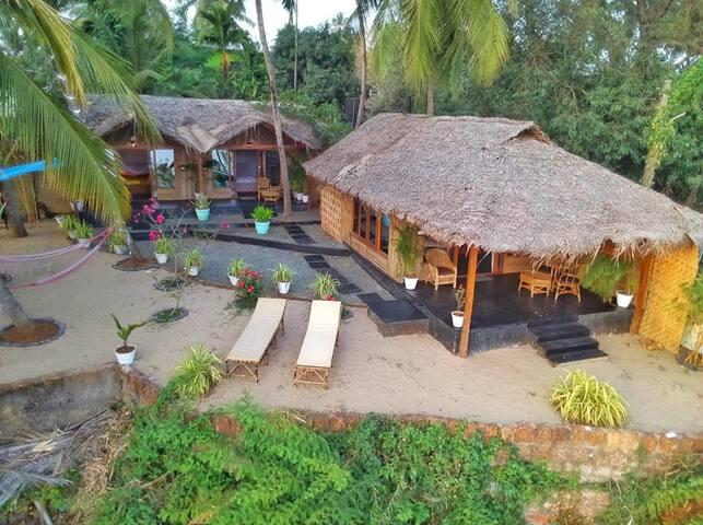 Luxurious AC en-suite cottage next to Patnem beach