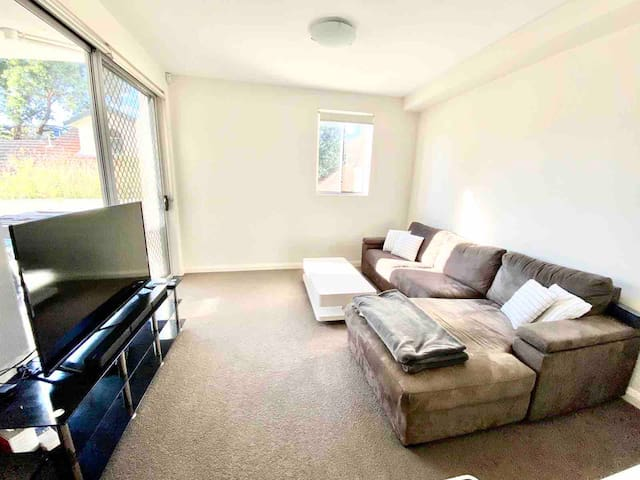 Modern 1 bedroom appartement near Homebush station