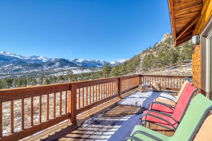 Spectacular Rocky Mountain views with a furnished deck & gas grill
