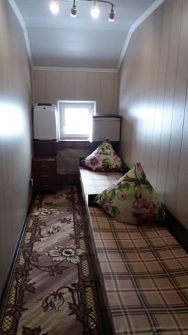 Комната на 2-х гостей за 650 руб.за ночь.