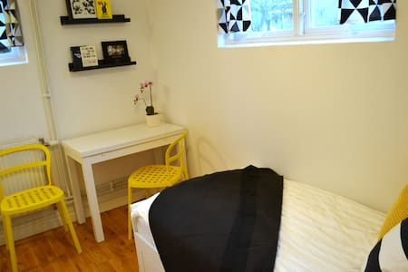 Renovated flat (10 min to the city) - Sävedalen
