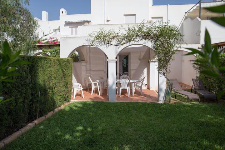 Casa Chloe, 3 bedroom, 2 bathroom, communal pool