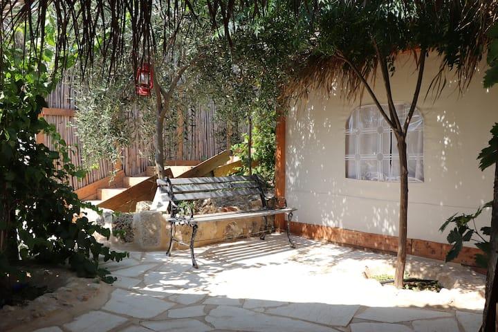 Glamping Lebanon: Skydeer Luxurious Tent