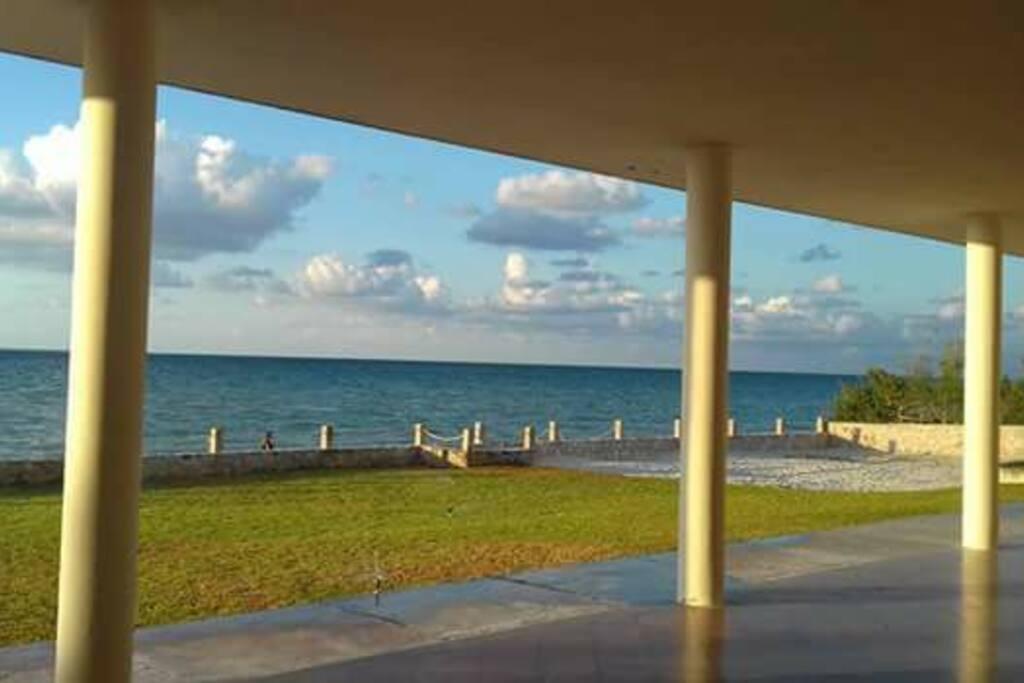 Vista al mar hacia el lado derecho