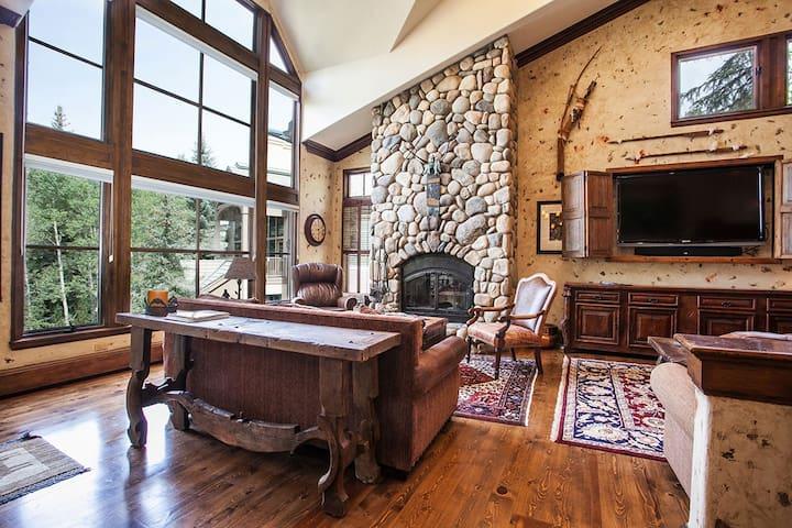 Wrangler Lodge