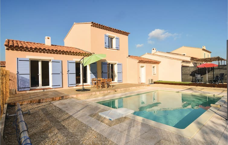 Semi-Detached with 3 bedrooms on 94 m² in Saint-Rémy-de-Provence