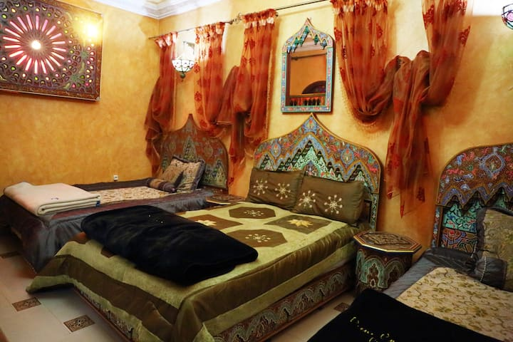 Triple room & breakfast - Meknès - Huis