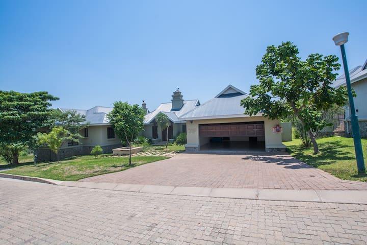 Makhateko House 130 purely self catering villas