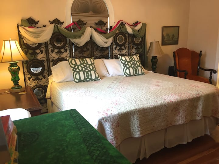 Connellsville Bed and Breakfast - Irish Room
