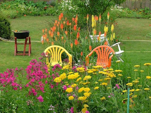 La Chambre Jaune dans ma Maison avec Jardin - Mondoubleau - Huis