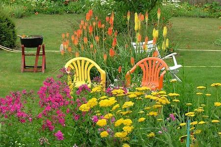 La Chambre Jaune dans ma Maison avec Jardin - Mondoubleau