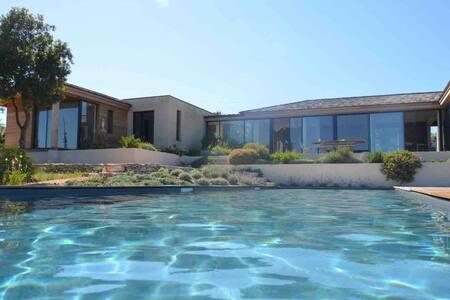 Magnifique Villa Vue mer Piscine Proximité Sperone