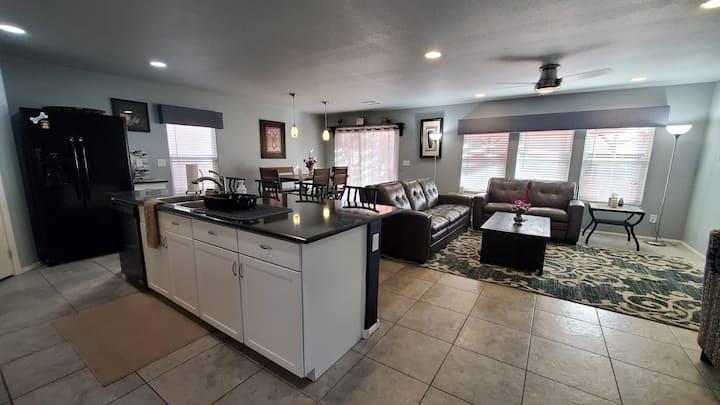 Vegas 5 Bedroom House Cozy,Spa,BBQ,Pets 2x Garage