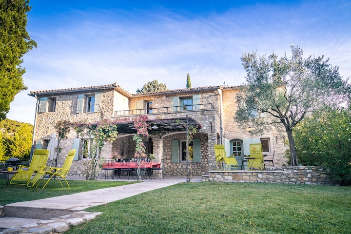 Spacious Provence villa in 4 hectares of land