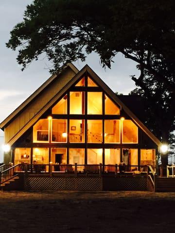 Luna Lodge is a beautiful, luxurious lake house!