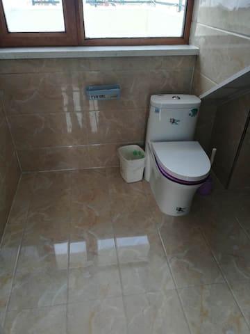 顶层洗手间