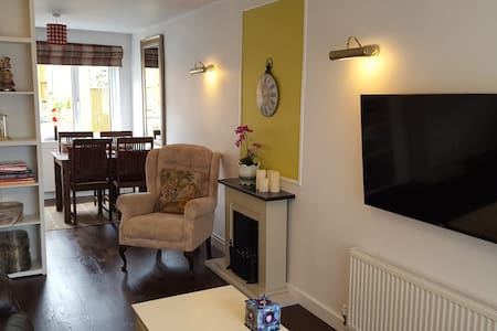 Private House ,Two Bedroom, Central, Parking☆☆☆☆☆