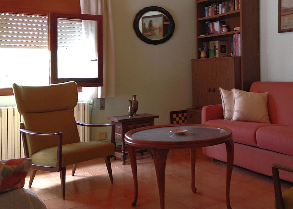 Zona de estar en el altillo. Ideal para leer, juegos de mesa, etc.
