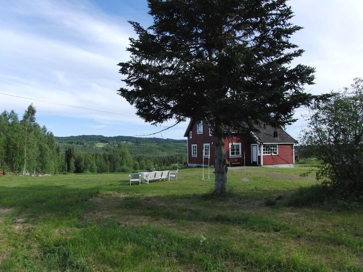 Idyllisk småbruk i Sørskogbygda