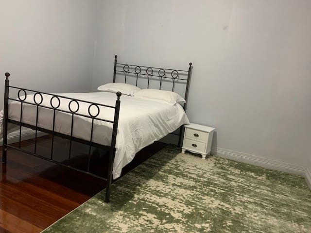 Private room in Clean house near to Sydney CBD