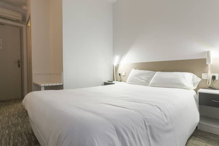 Double room-Classic-Ensuite with Bath-Street View