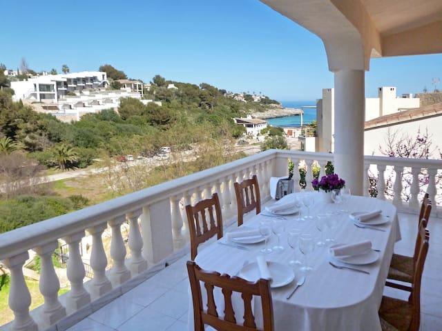 Fantástica casa frente al mar.