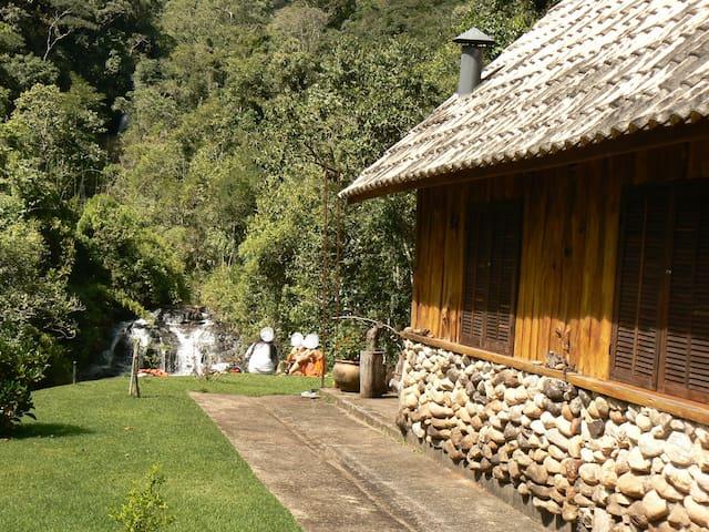 CHALÉ DA CACHOEIRA - Bocaina de Minas