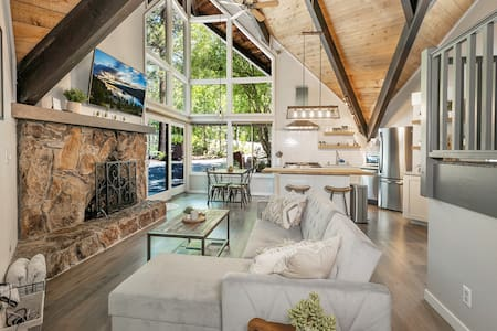Tahoe Hideaway - Freestanding Luxury A-Frame Home