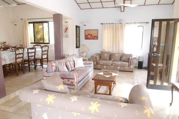 House with 4 bedrooms in Grand Popo, with wonderful sea view, enclosed garden and WiFi - 10 m from the beach