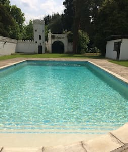 Country House. Contained annex with use of pool - Holyport - Casa