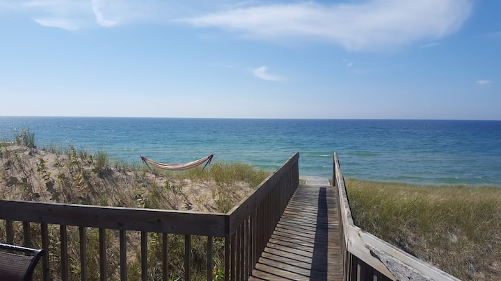 HAPPY PLACE - On the beach of Lake MI - Onekama