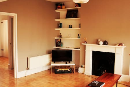 Bright, spacious 1 bed in the heart of Kennington - London - Apartment
