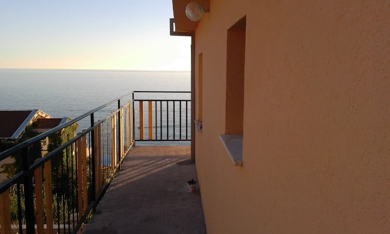 Amazing sea view. Apartment with 35m2 of space - Dobra Voda - Apartment