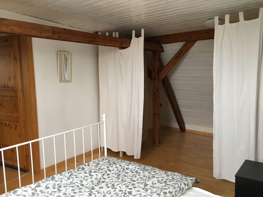 Schlafzimmer mit abrennbarem Kleiderschrank