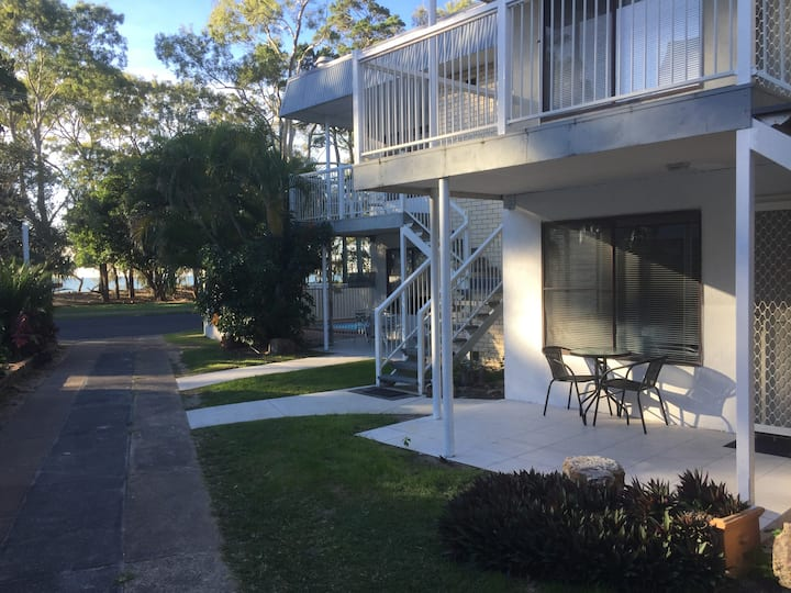 Hervey Bay 2 Bedroom Beachfront Apartment