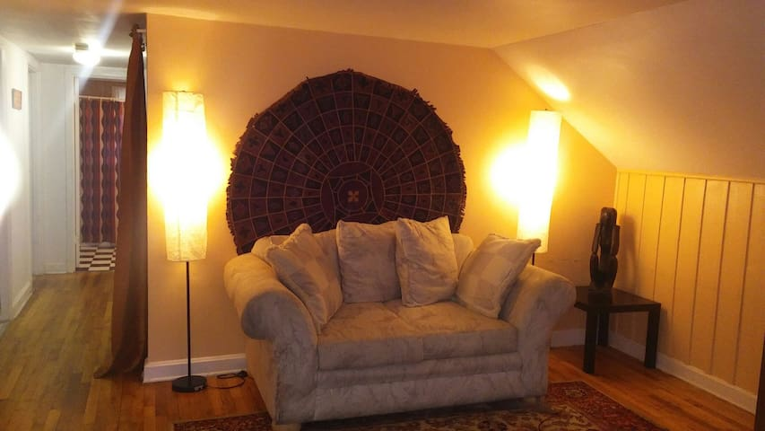 """Cozy"" 2 Bed Apt- 7 min frm Airport - East Point - Apartamento"