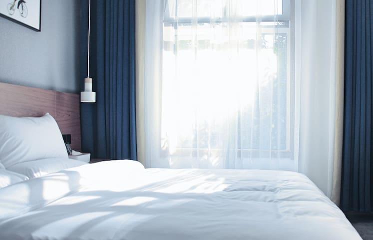 【一見】老城区明堂天堂旁的观景大床房