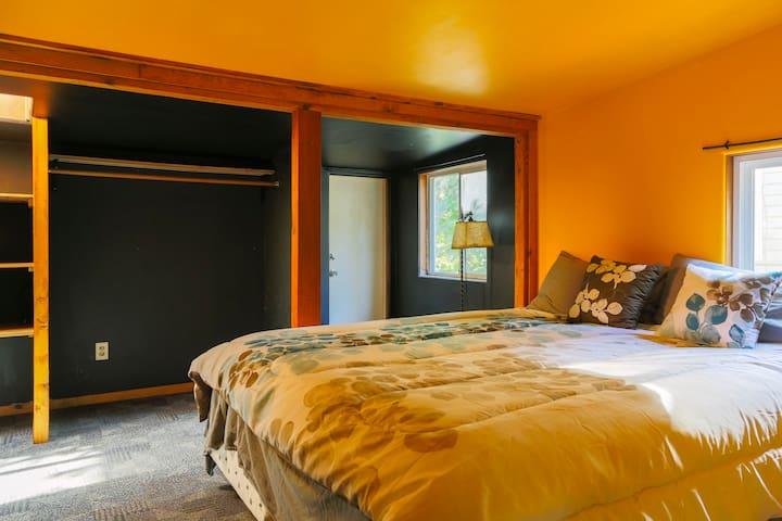 LightRail Lodge: Peaceful Crossroad - Seattle - Apartment