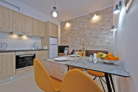 One-Bedroom House, One minute from Platanias beach